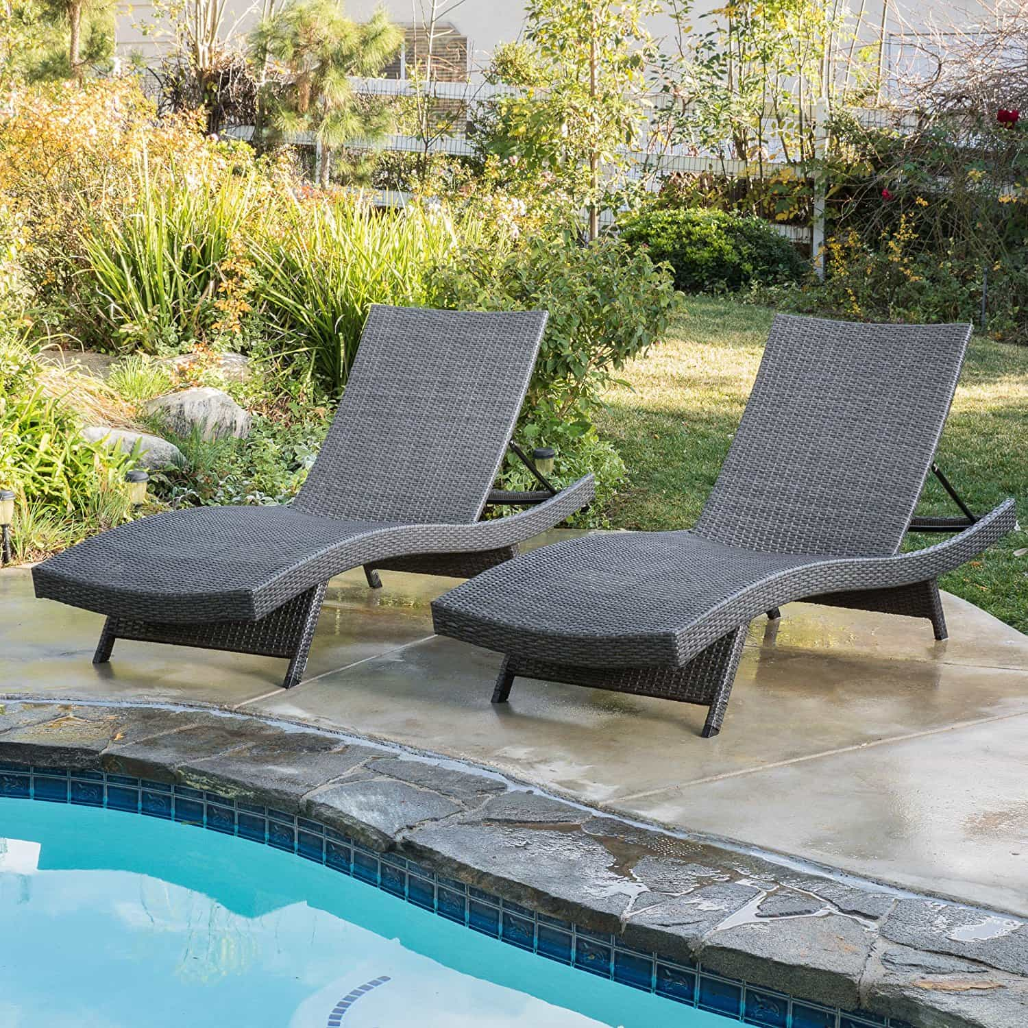 The best outdoor lounge chair what to look for 2018 for Best deals on outdoor patio furniture